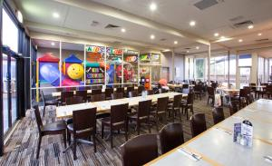 A restaurant or other place to eat at Morwell Hotel