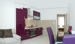 A kitchen or kitchenette at A&M Apartment and Rooms