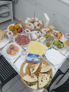 Colazione disponibile per gli ospiti di Maison De luxe
