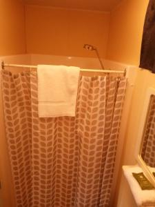 A bathroom at Rocks Retreat Cabin 3 - Lobster