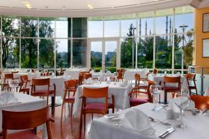 A restaurant or other place to eat at Adana HiltonSA Hotel