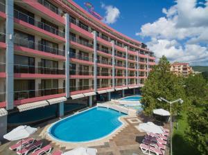Het zwembad bij of vlak bij Flamingo Hotel - All Inclusive light