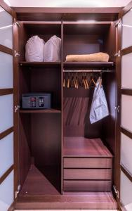 A bunk bed or bunk beds in a room at Hotel Madanis