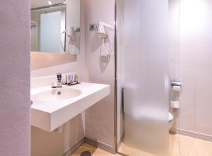 A bathroom at Hotel Madanis