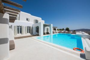 The swimming pool at or close to Diles Villas & Suites Mykonos