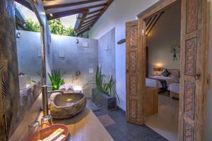 A bathroom at Wide Sands Beach Retreat