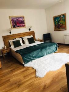En eller flere senge i et værelse på Rodope Nook Guest house