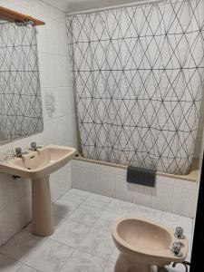 A bathroom at Hostal Pensión Rosada