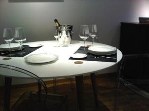 Een restaurant of ander eetgelegenheid bij Grand Place The Looks Apartment