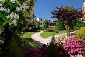 Um jardim em Hotel Olimpia Venice, BW Signature Collection