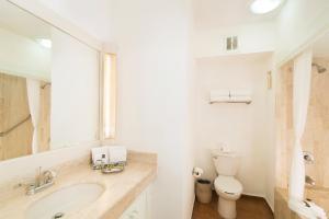 A bathroom at Villa del Palmar Beach Resort & Spa Puerto Vallarta