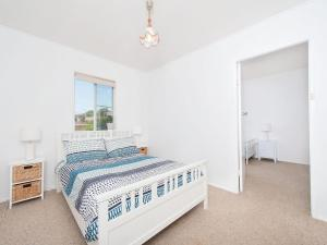 A bed or beds in a room at The Loft @ Fingal Bay
