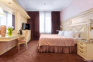 A bed or beds in a room at Milan Hotel Moscow