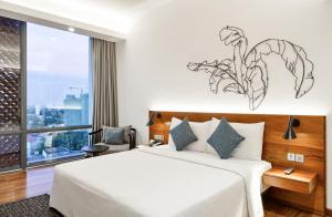 A bed or beds in a room at Jetwing Colombo Seven