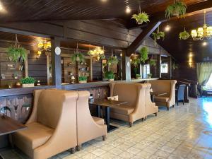 The lounge or bar area at Sunrise Hotel