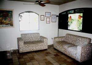 A seating area at Albergue Cultural São Salomão