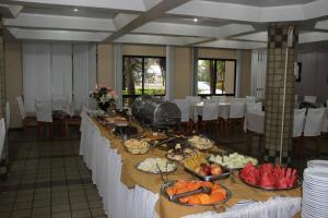 A restaurant or other place to eat at Muffato Plaza Hotel