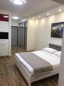 Кровать или кровати в номере Апартаменты на Виноградной улице