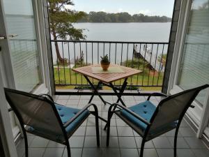 Ein Balkon oder eine Terrasse in der Unterkunft Hotel Fährhaus Niederkleveez