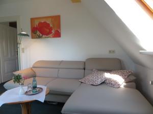 Ein Sitzbereich in der Unterkunft Hotel Fährhaus Niederkleveez
