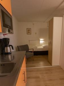 Küche/Küchenzeile in der Unterkunft Folkshegeskoalle Schylgeralân