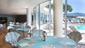 A restaurant or other place to eat at Grand Hotel Miramare