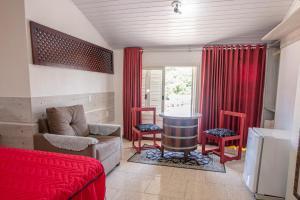 A seating area at Hotel Pousada Casa Tasca
