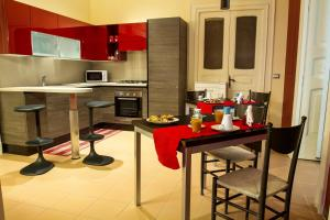 A kitchen or kitchenette at Duomo 89