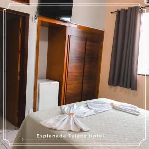 A bed or beds in a room at Esplanada Palace Hotel