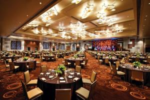 A restaurant or other place to eat at ARIA Resort & Casino