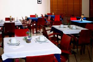 A restaurant or other place to eat at Hotel Paulo VI