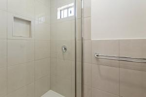 A bathroom at BIG4 Apollo Bay Pisces Holiday Park