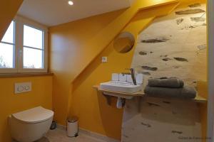A bathroom at Le Fiege