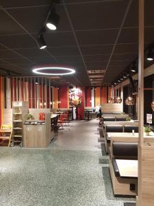 En restaurant eller et spisested på Skei Servicenter