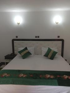 A bed or beds in a room at Hotel Al Kabir