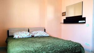 Кровать или кровати в номере Apartamenty RoomOnDay Sharapovskiy 2