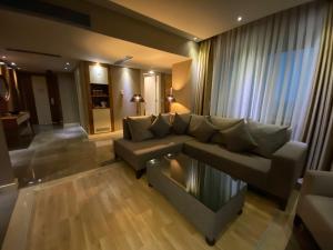 A seating area at Kolin Hotel