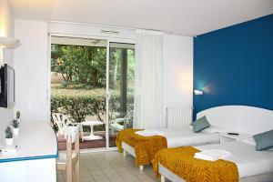 A bed or beds in a room at Azureva Ronce les Bains