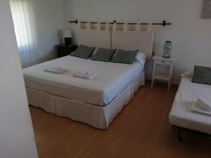 A bed or beds in a room at Chalet Puerto Marina Goya