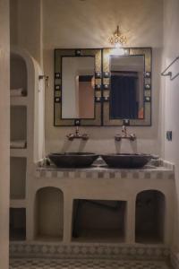Un baño de Nomad Palace