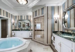A bathroom at The Venetian® Resort Las Vegas