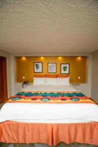 A bed or beds in a room at Le Plaza Hotel