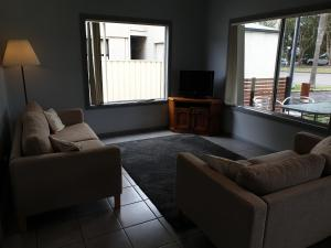 A seating area at Lemon Tree Waterfront Apartments