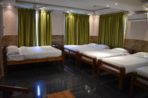 Le Holiday Innにあるベッド