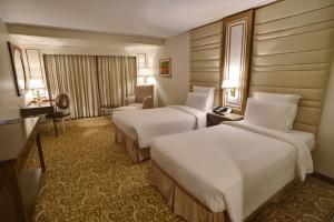 Кровать или кровати в номере Pearl Continental Hotel, Karachi