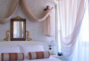 Letto o letti in una camera di Hotel Colomba d'Oro