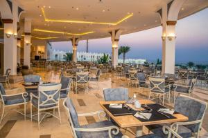 مطعم أو مكان آخر لتناول الطعام في Sunrise Diamond Beach Resort -Grand Select