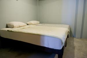 A bed or beds in a room at 9 Hostel