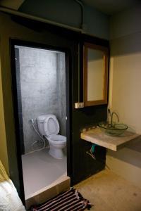 A bathroom at 9 Hostel