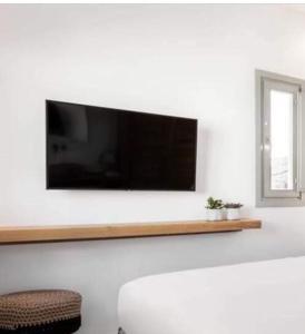 Μια τηλεόραση ή/και κέντρο ψυχαγωγίας στο Maria's Guesthouse